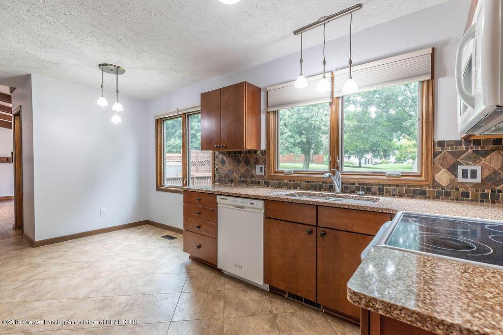 4215 Whitby Ln - Kitchen - 15
