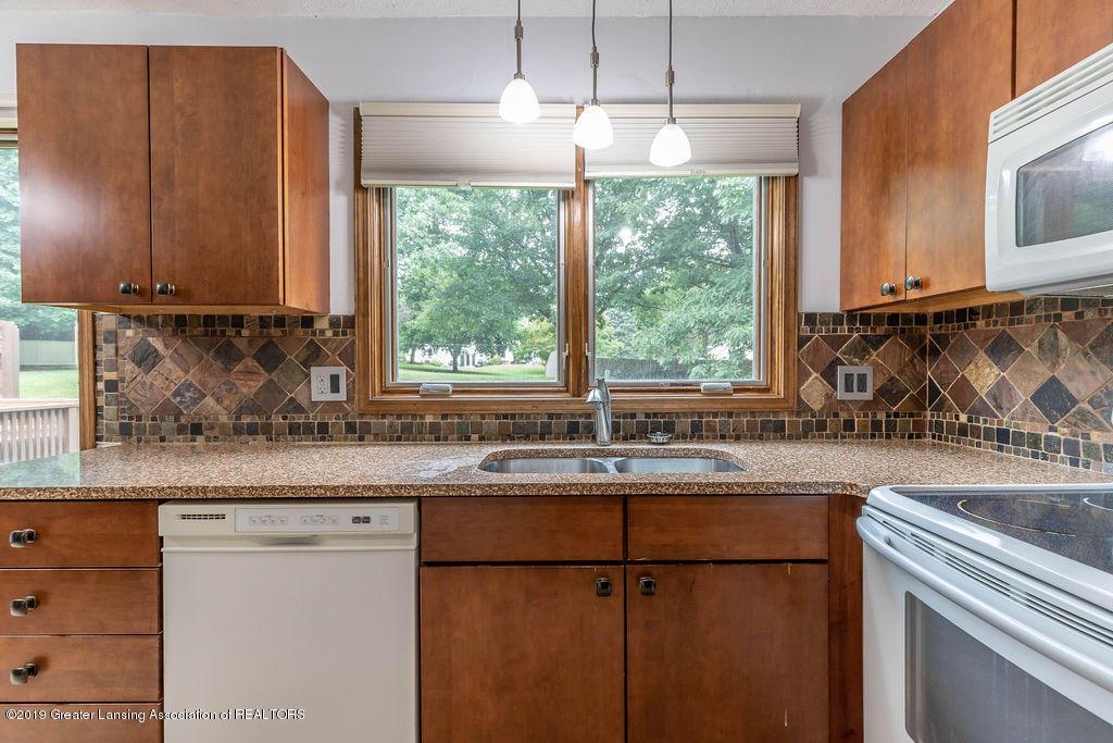 4215 Whitby Ln - Kitchen - 16