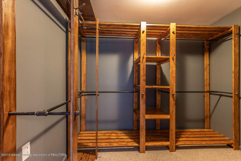 4215 Whitby Ln - master walk-in closet - 22