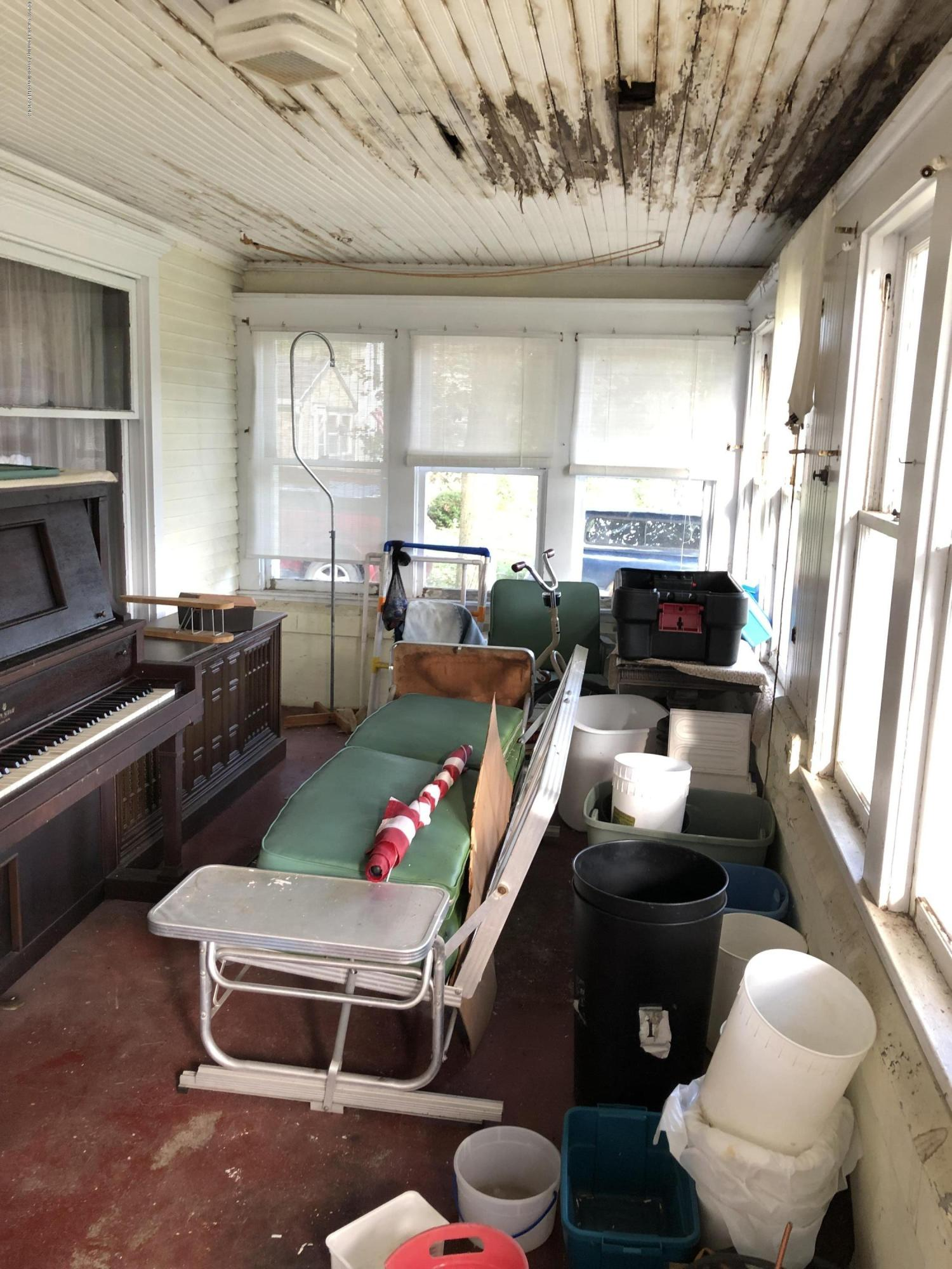 6748 W Beard Rd - Front Porch - 3