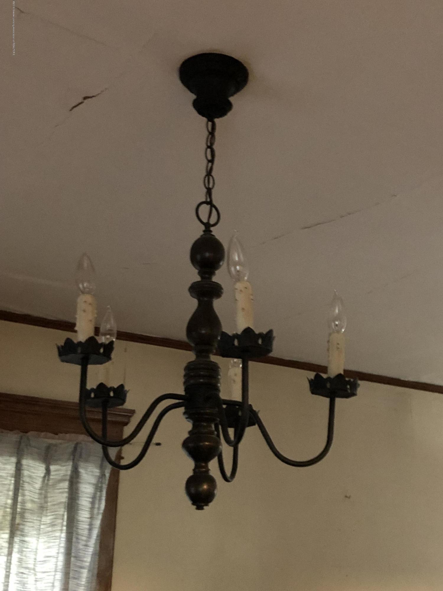 6748 W Beard Rd - Light fixture in Living room - 10