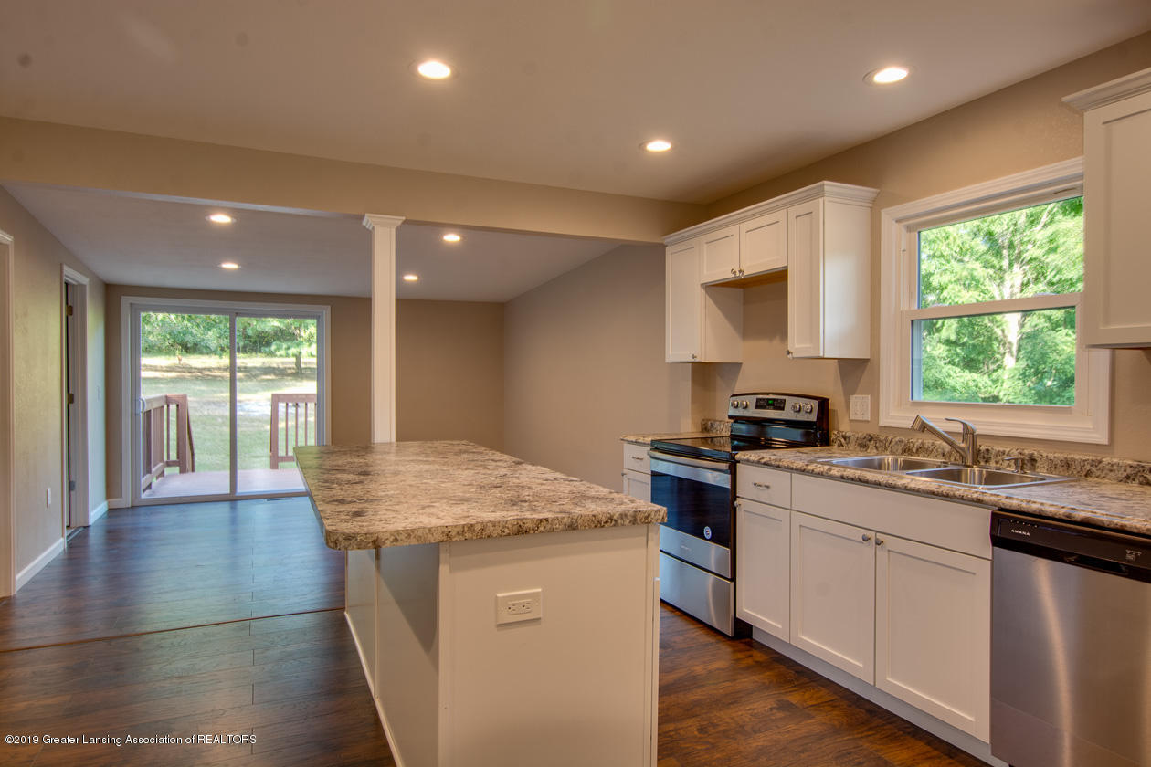 9500 Beard Rd - Kitchen - 10