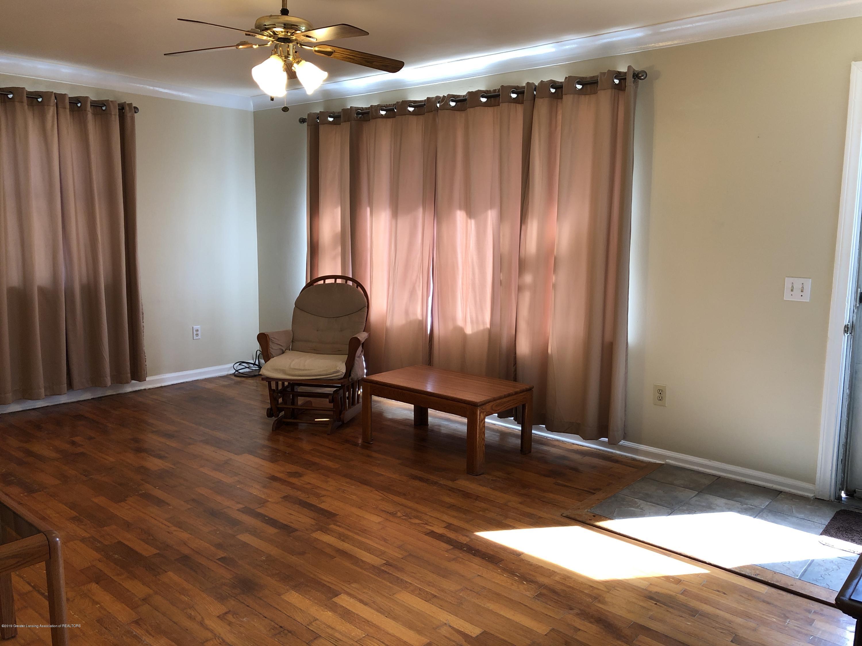 9934 Winegar Rd - living room - 2