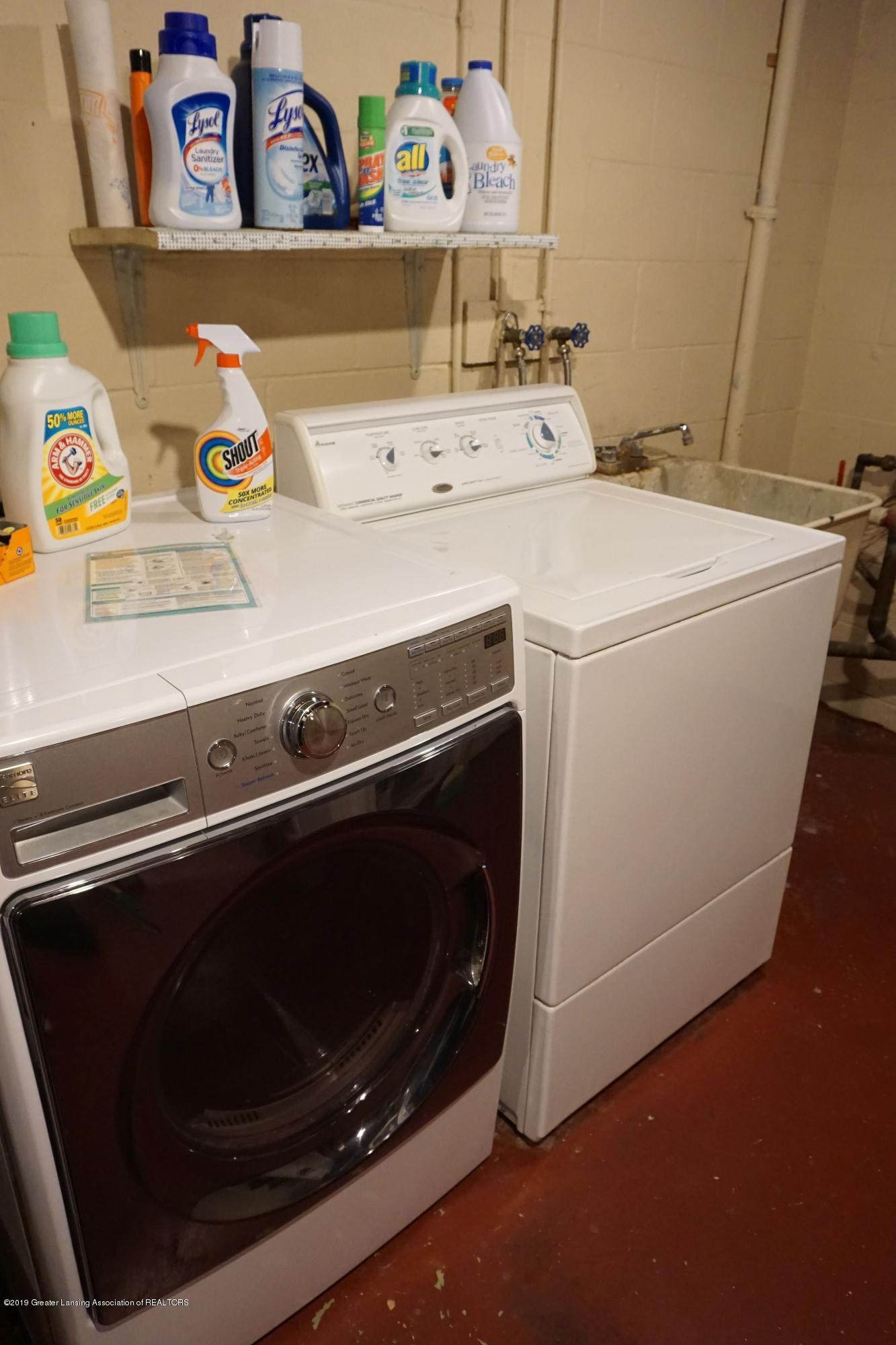 809 S Lansing St - Washer & Dryer Remain - 11