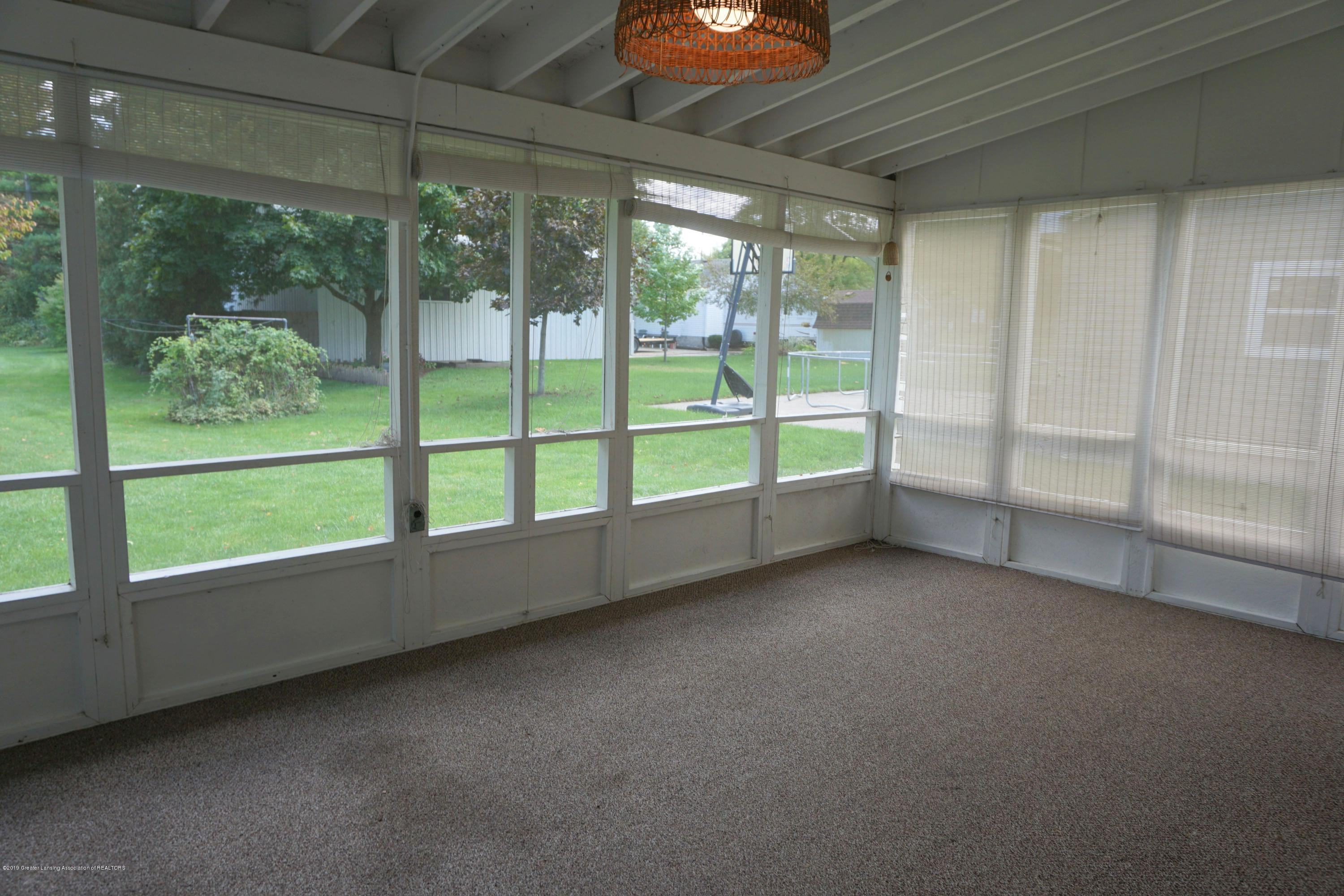 809 S Lansing St - Great Screened Porch! - 13