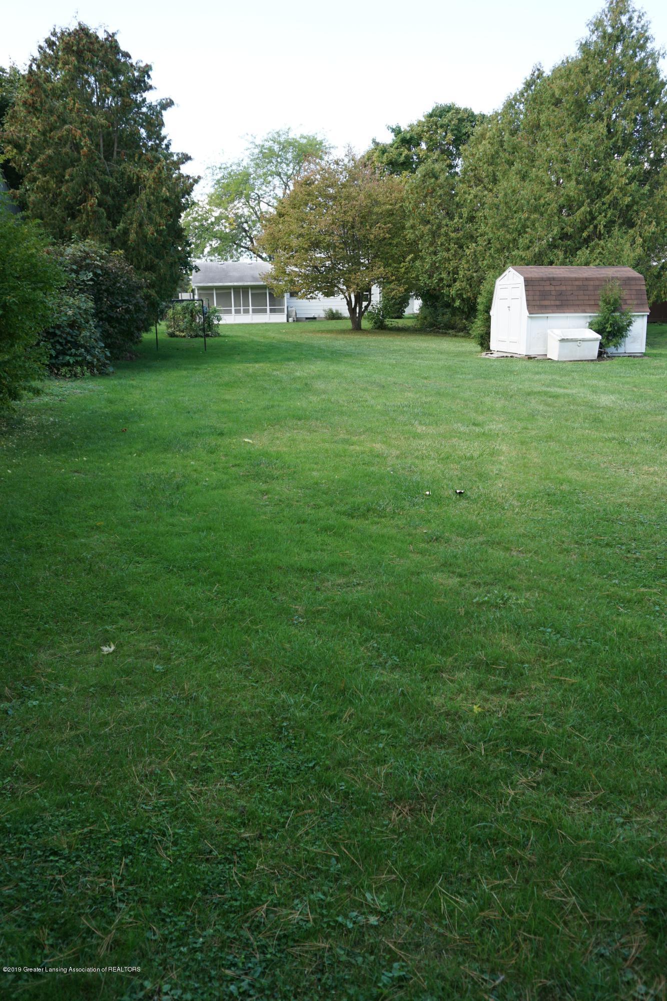 809 S Lansing St - BIG back yard! - 27