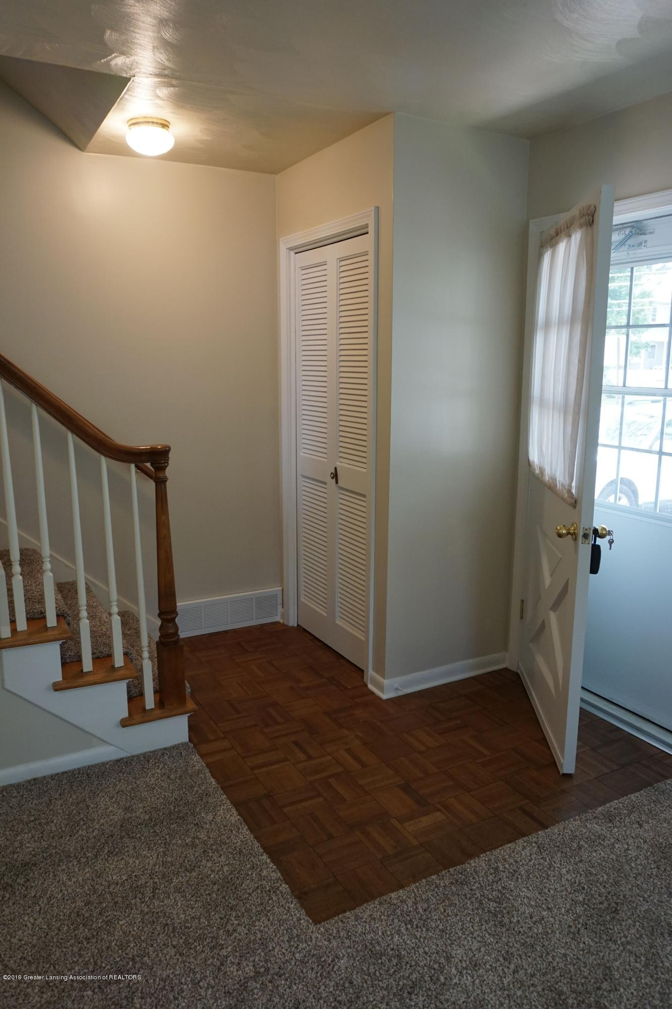 809 S Lansing St - Entry with Closet - 3
