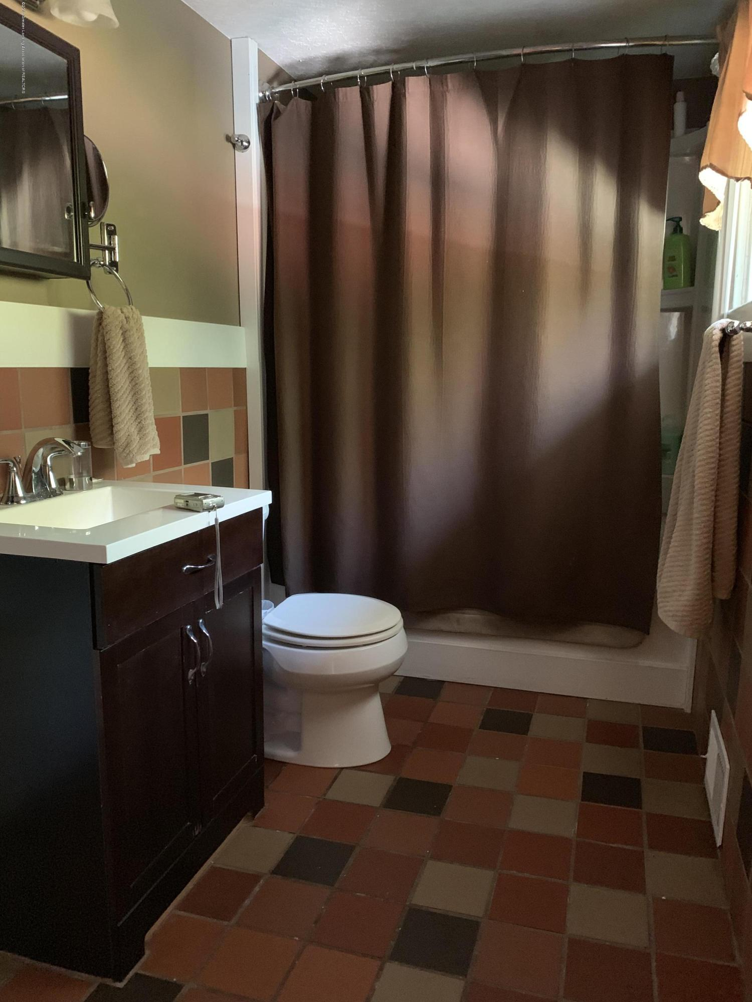5823 High St - Bathroom - 11