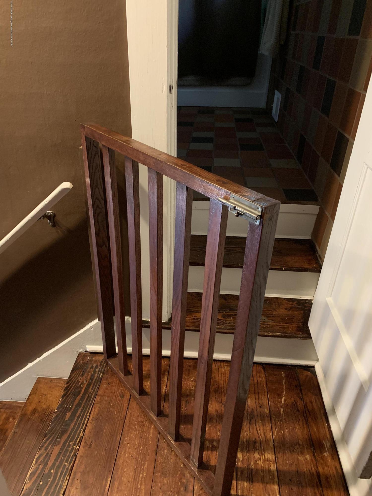 5823 High St - Stairway - 16