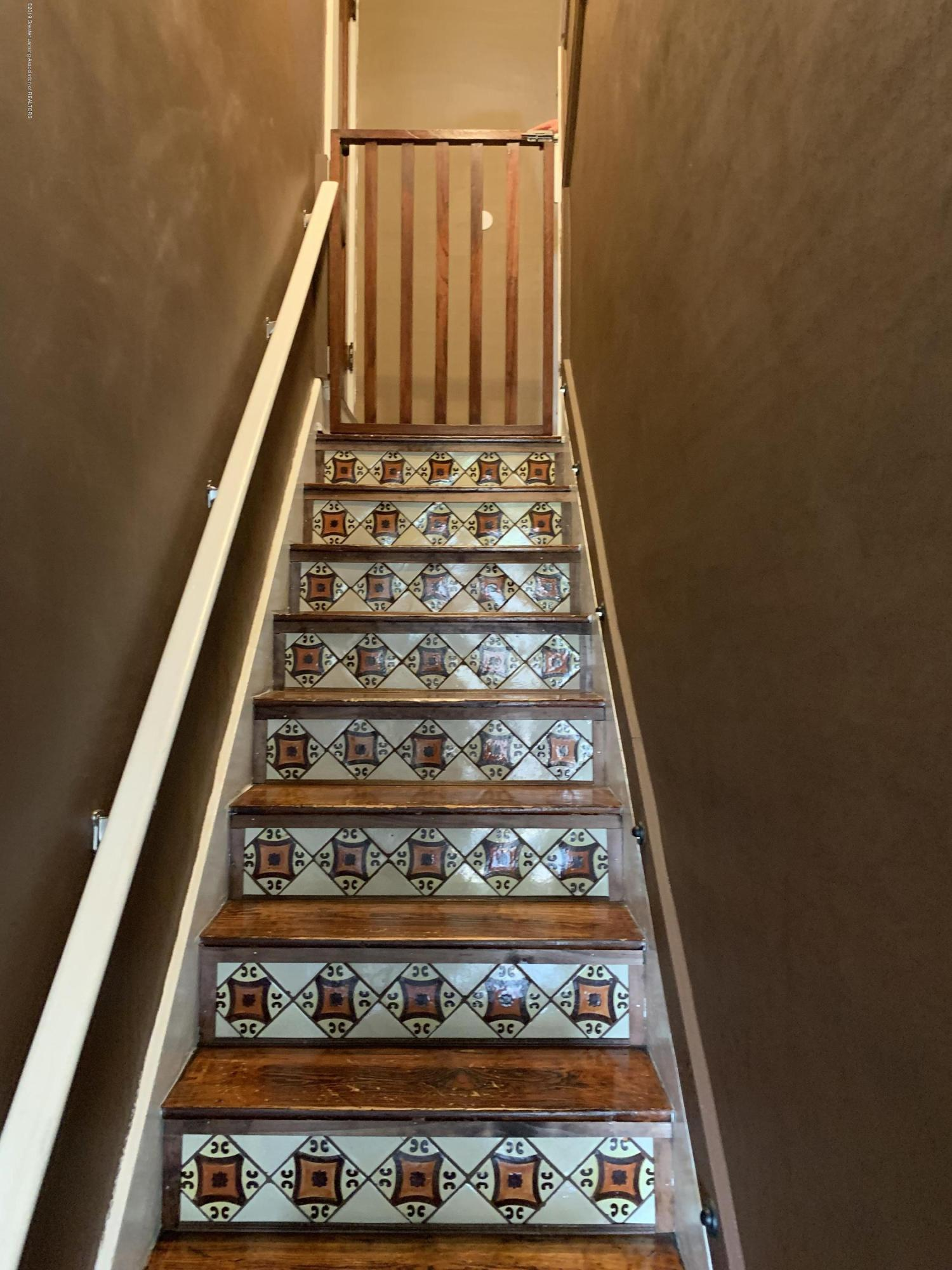 5823 High St - Stairs - 15