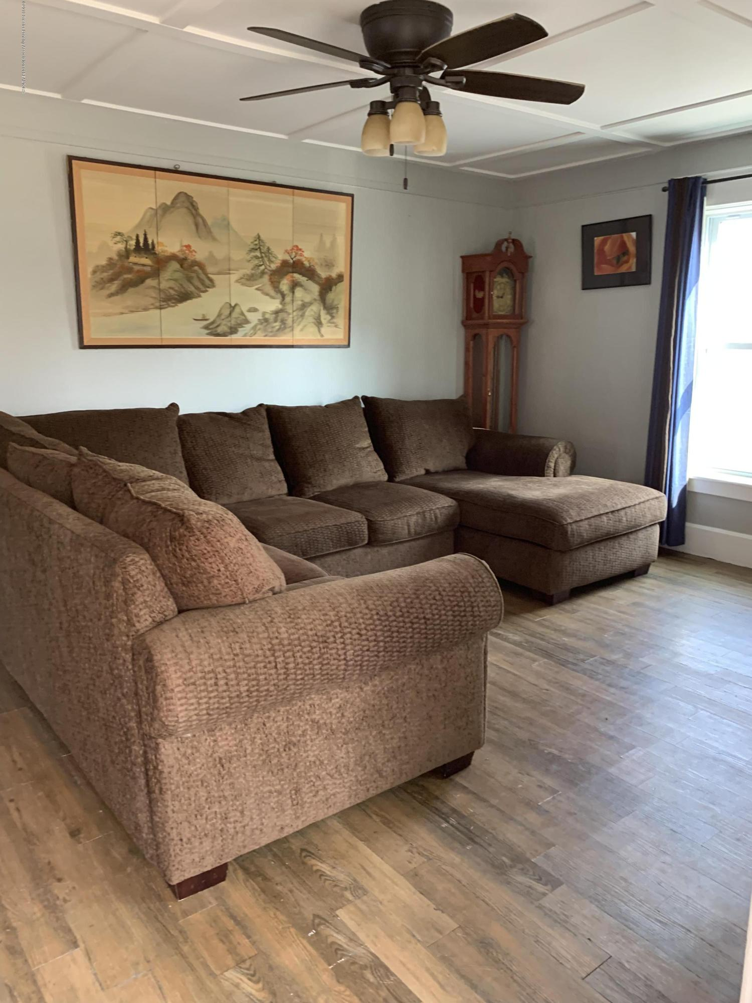 5823 High St - Living Room - 10