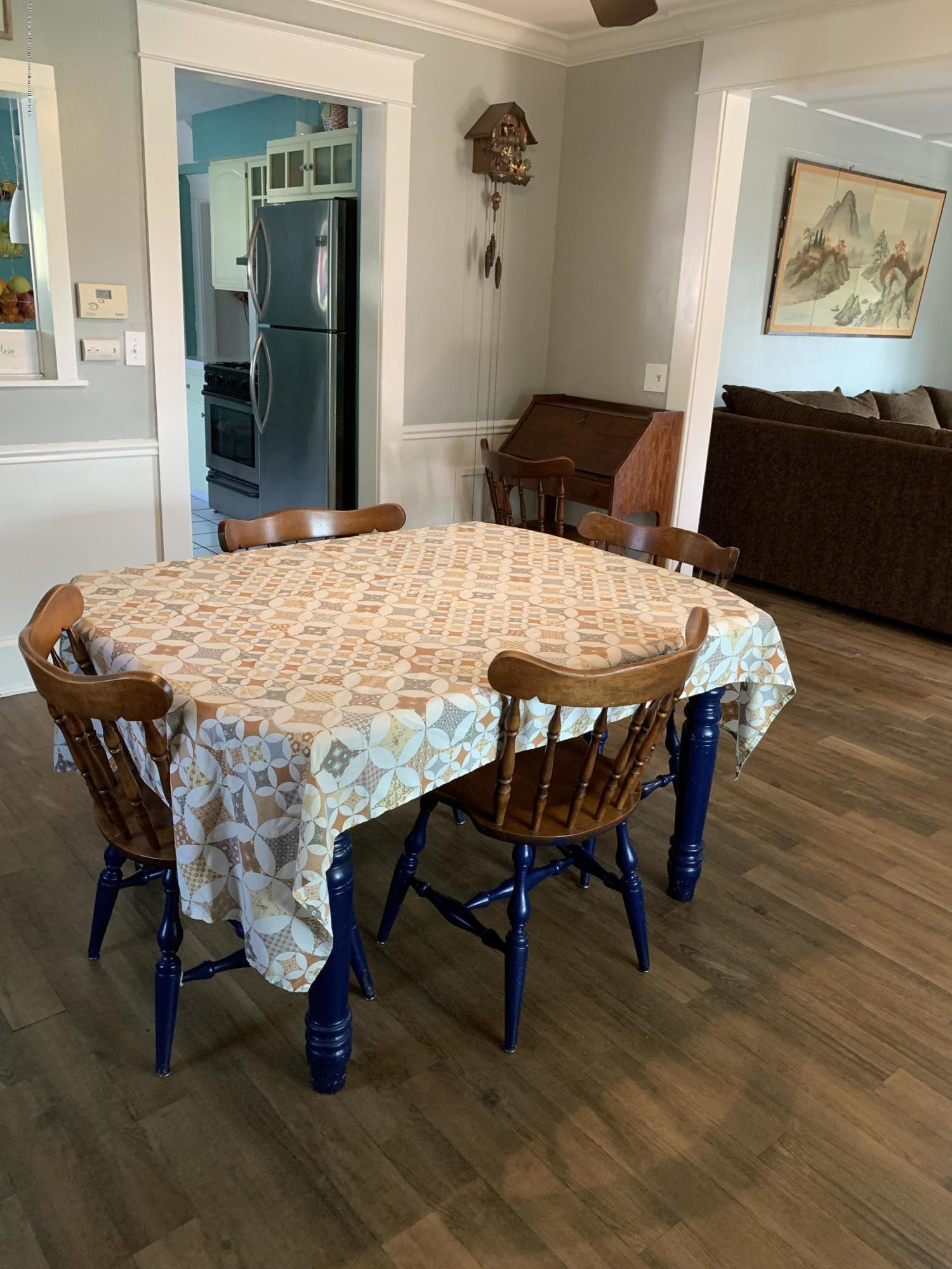 5823 High St - Dining Room - 9