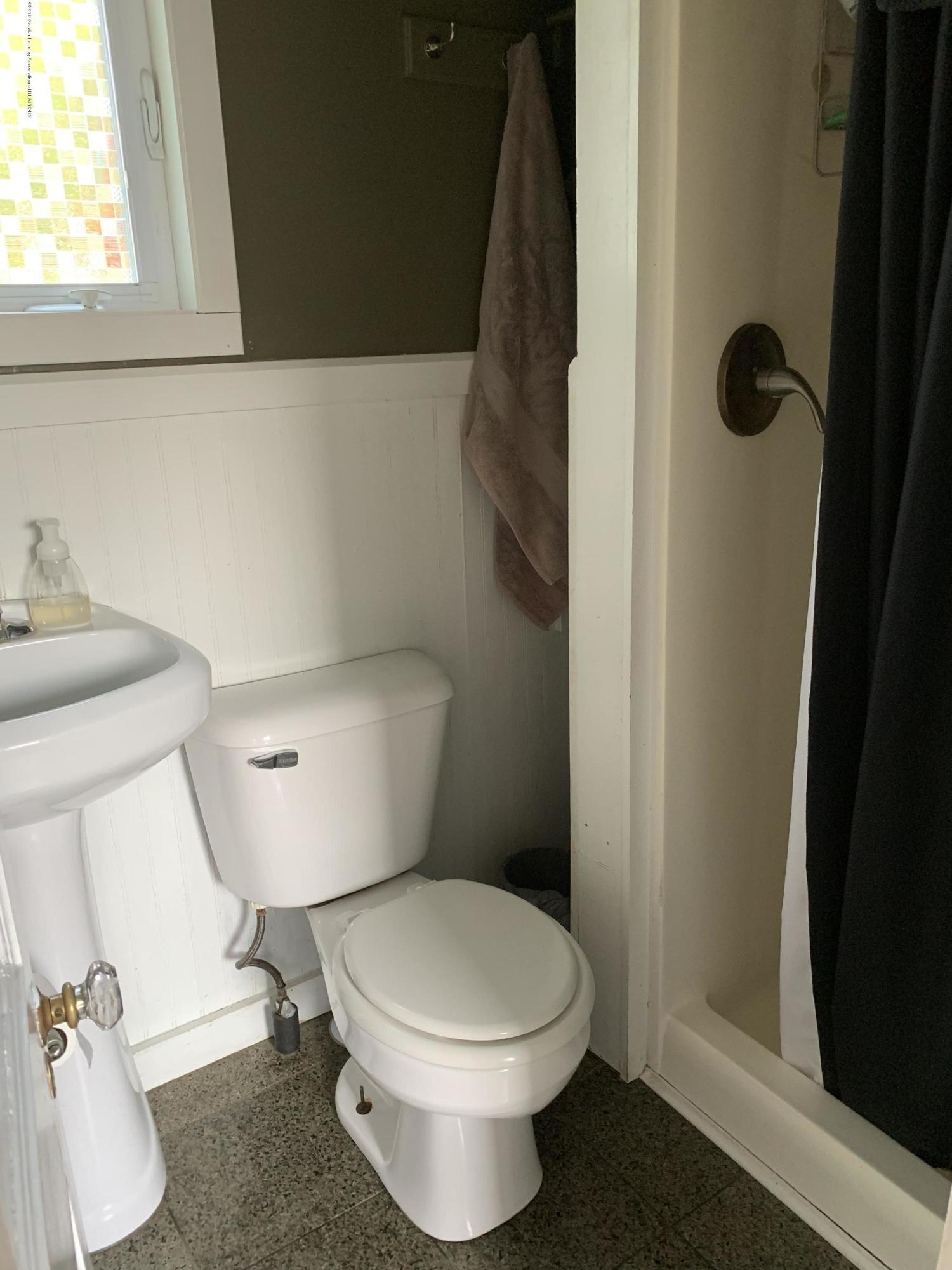 5823 High St - Bathroom - 27