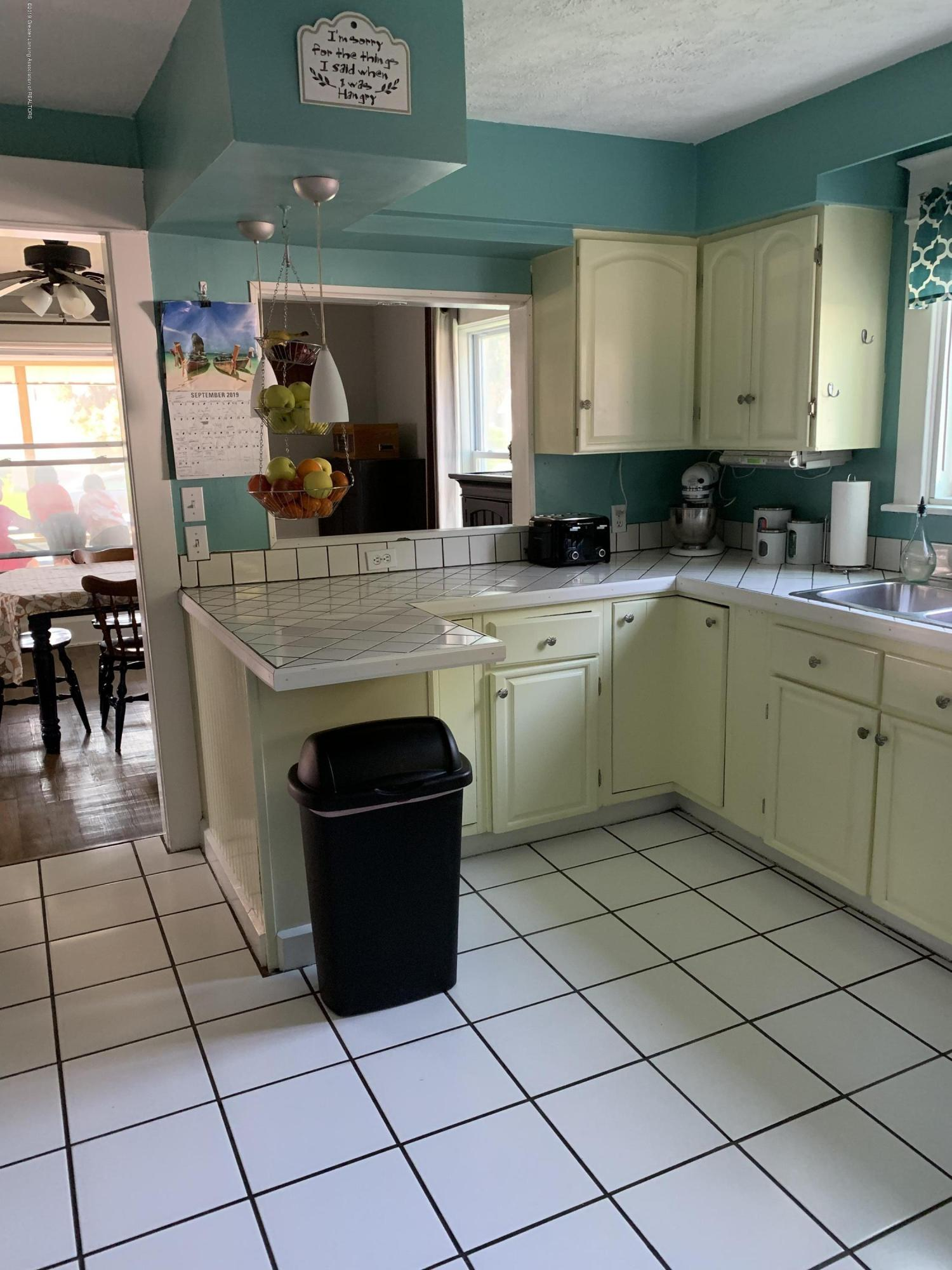 5823 High St - Kitchen - 5