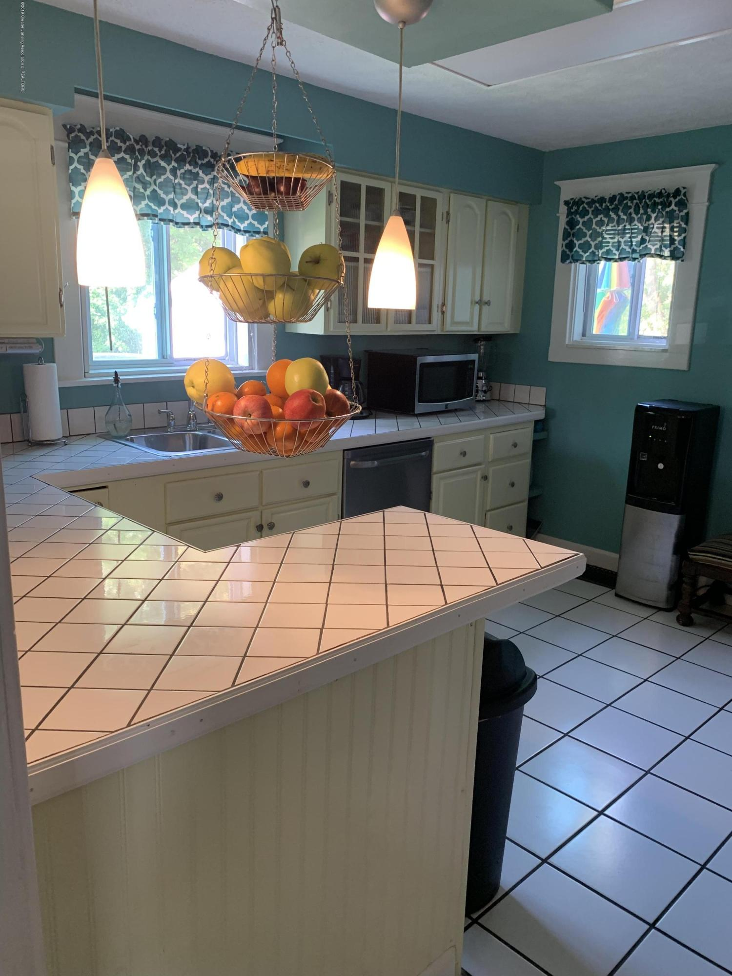 5823 High St - Kitchen - 4