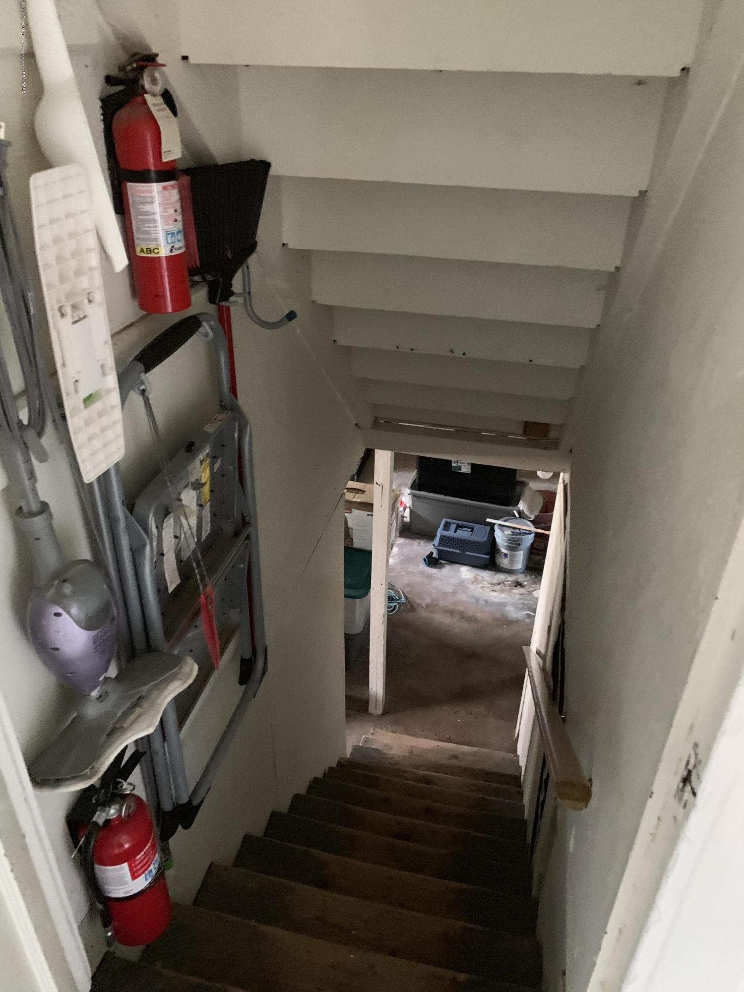 5823 High St - Stairs to Basement - 28