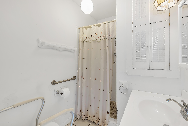 4858 Hillcrest Ave - Master Bathroom - 7