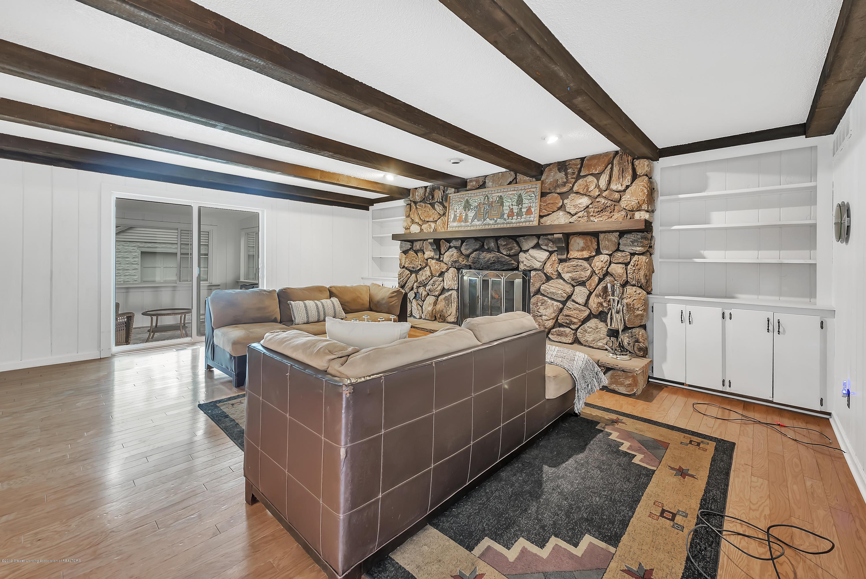 4858 Hillcrest Ave - Family Room - 8