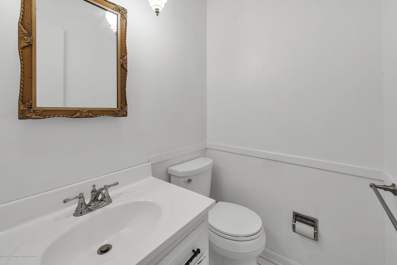 4858 Hillcrest Ave - Main Floor Half Bath - 11