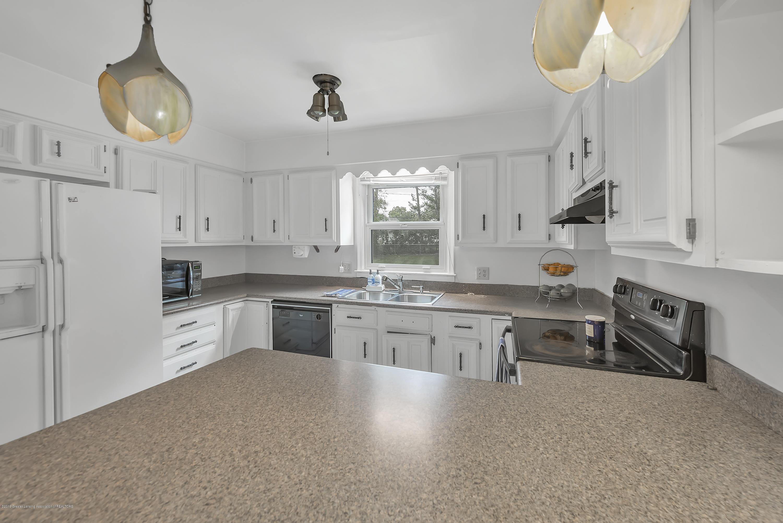 4858 Hillcrest Ave - Kitchen - 12