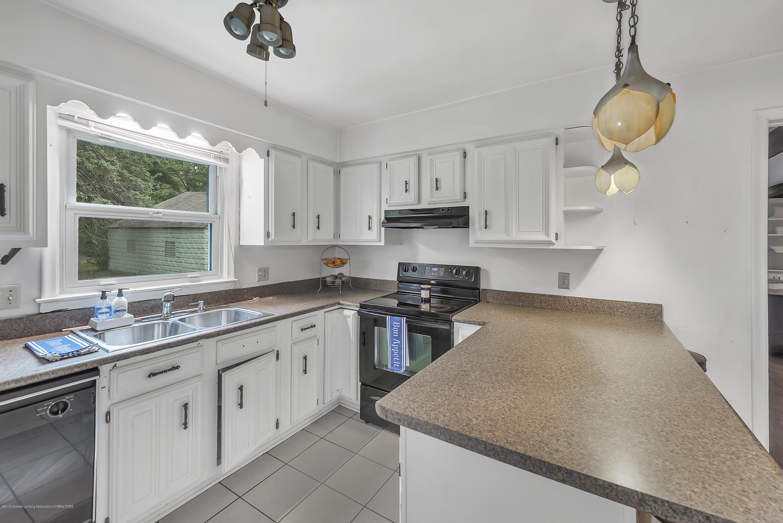 4858 Hillcrest Ave - Kitchen - 13