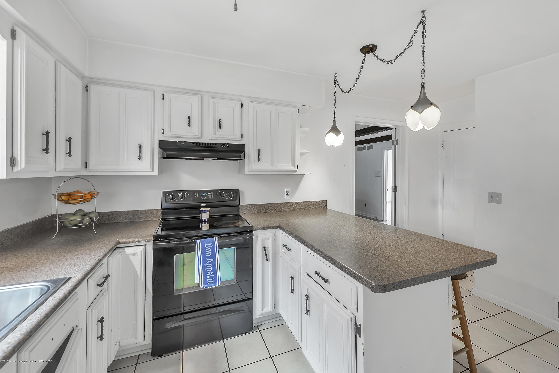 4858 Hillcrest Ave - Kitchen - 14