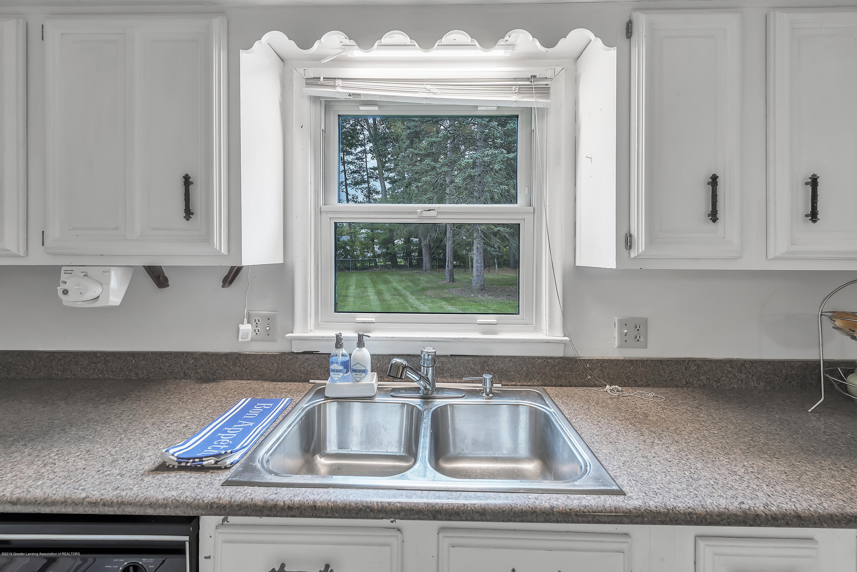 4858 Hillcrest Ave - Kitchen - 15
