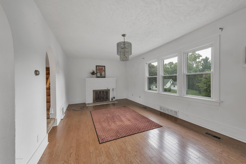 4858 Hillcrest Ave - Living Room - 19