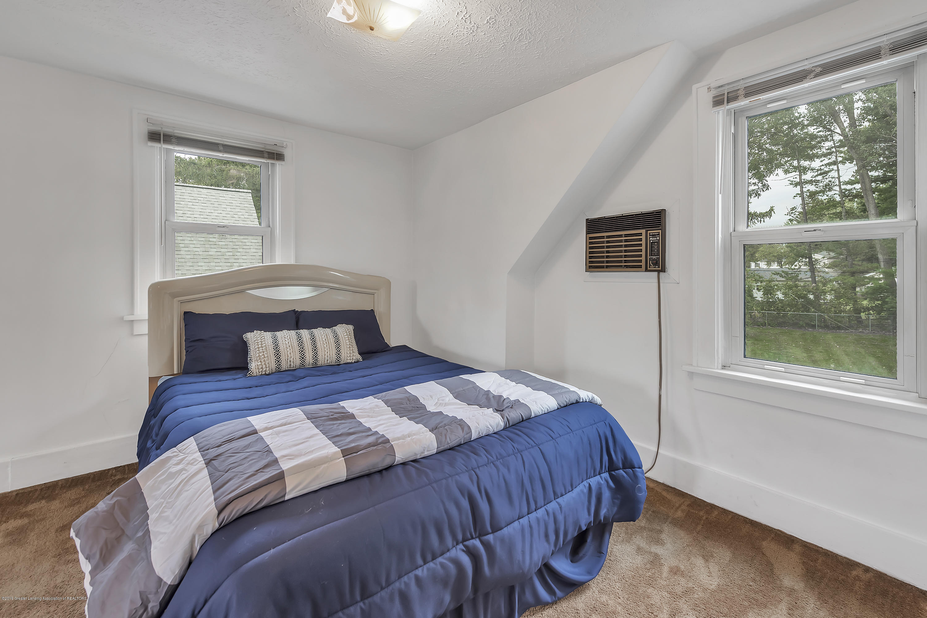 4858 Hillcrest Ave - Bedroom 2 - 23