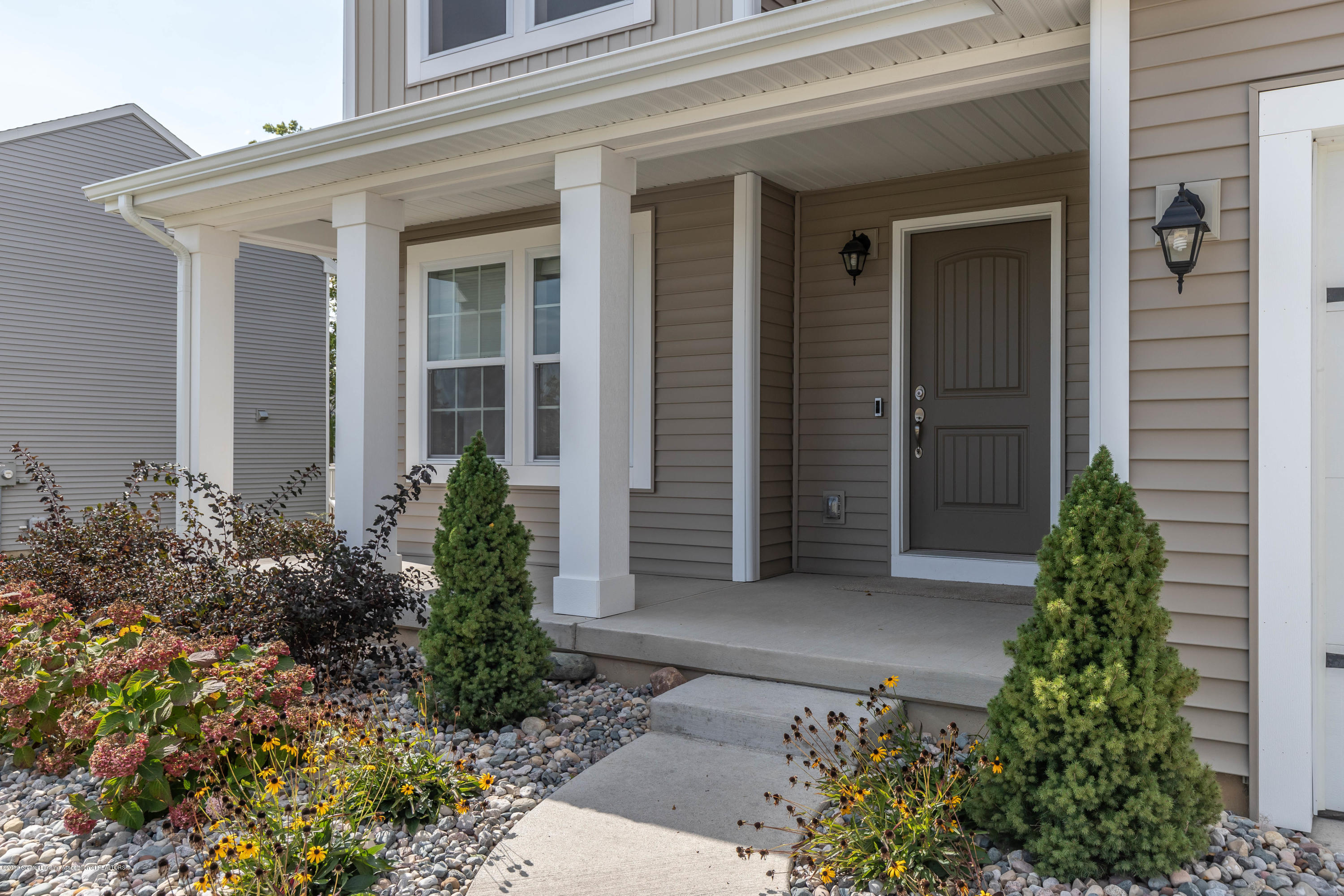1915 Nightingale Dr - Front Porch - 3