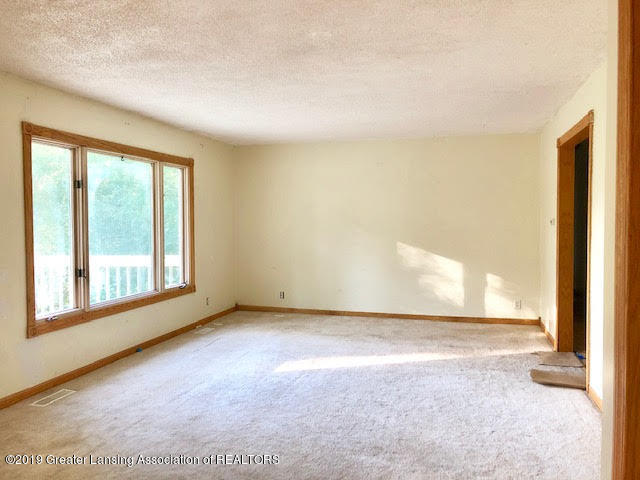 5676 Kinneville Rd - living room - 8