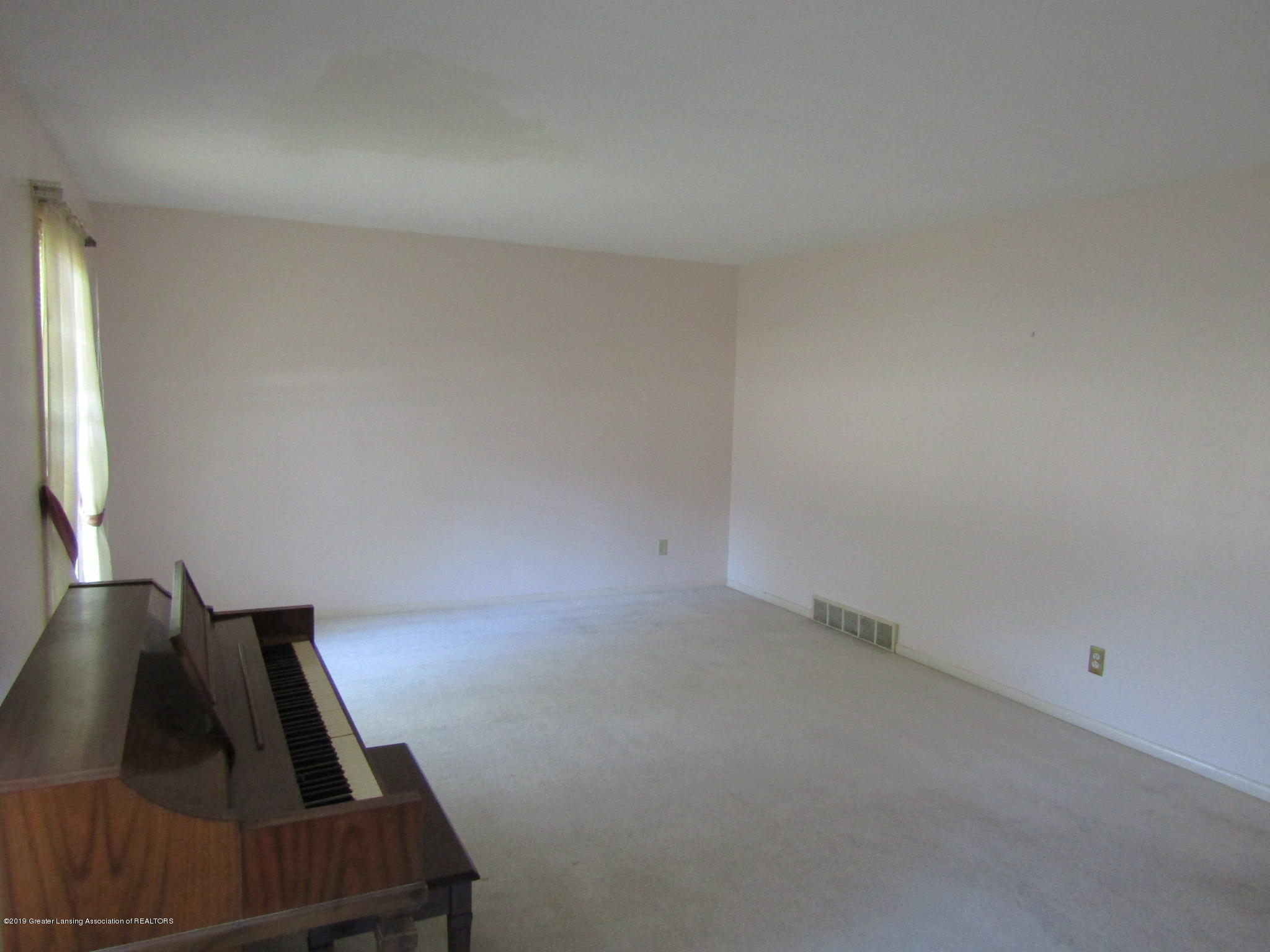 2621 S Waverly Rd - Living Room - 2