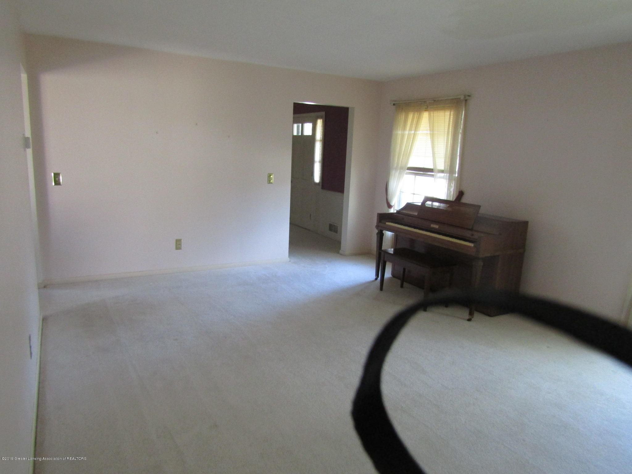2621 S Waverly Rd - Living Room - 3