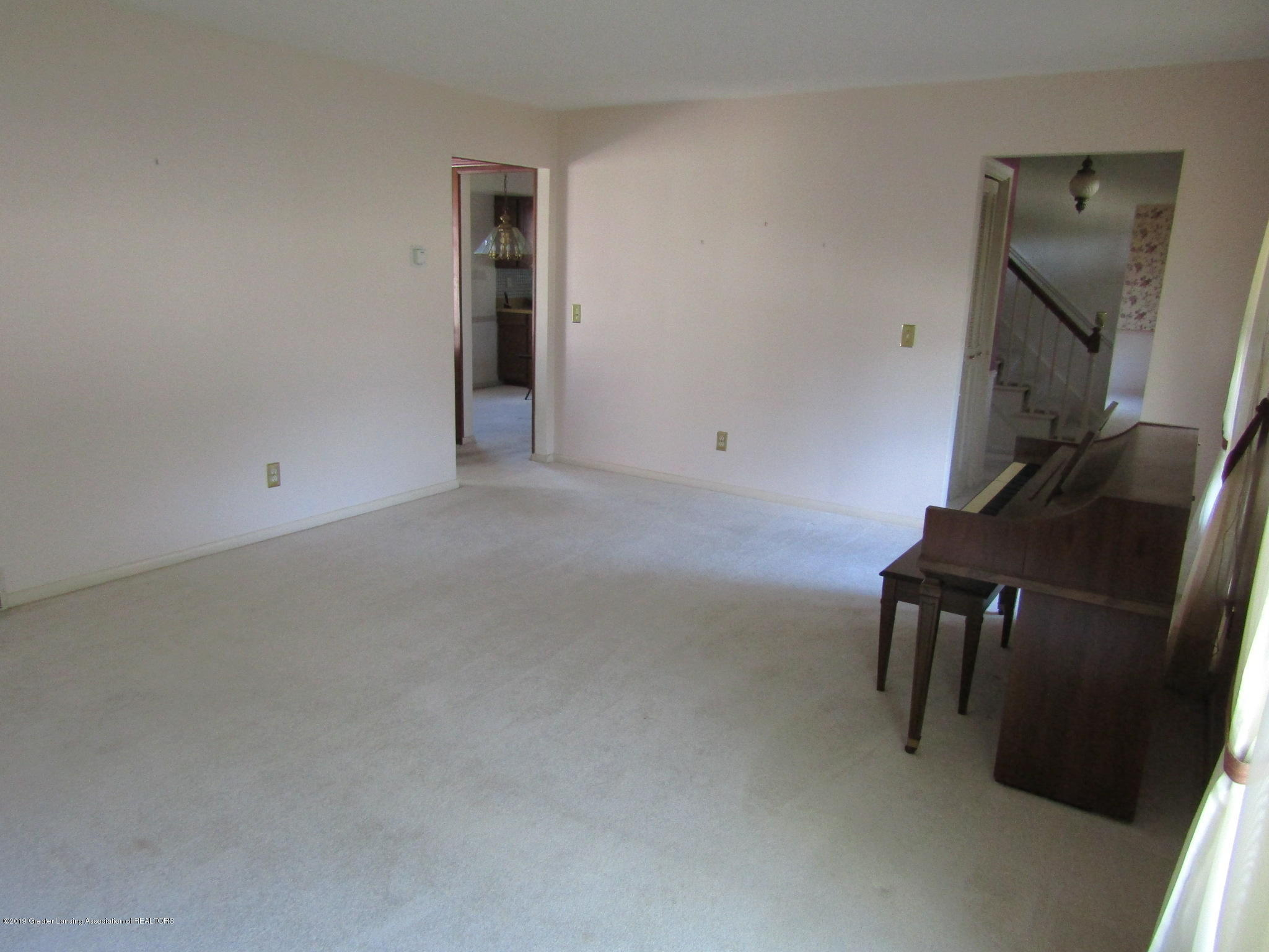 2621 S Waverly Rd - Living Room - 4