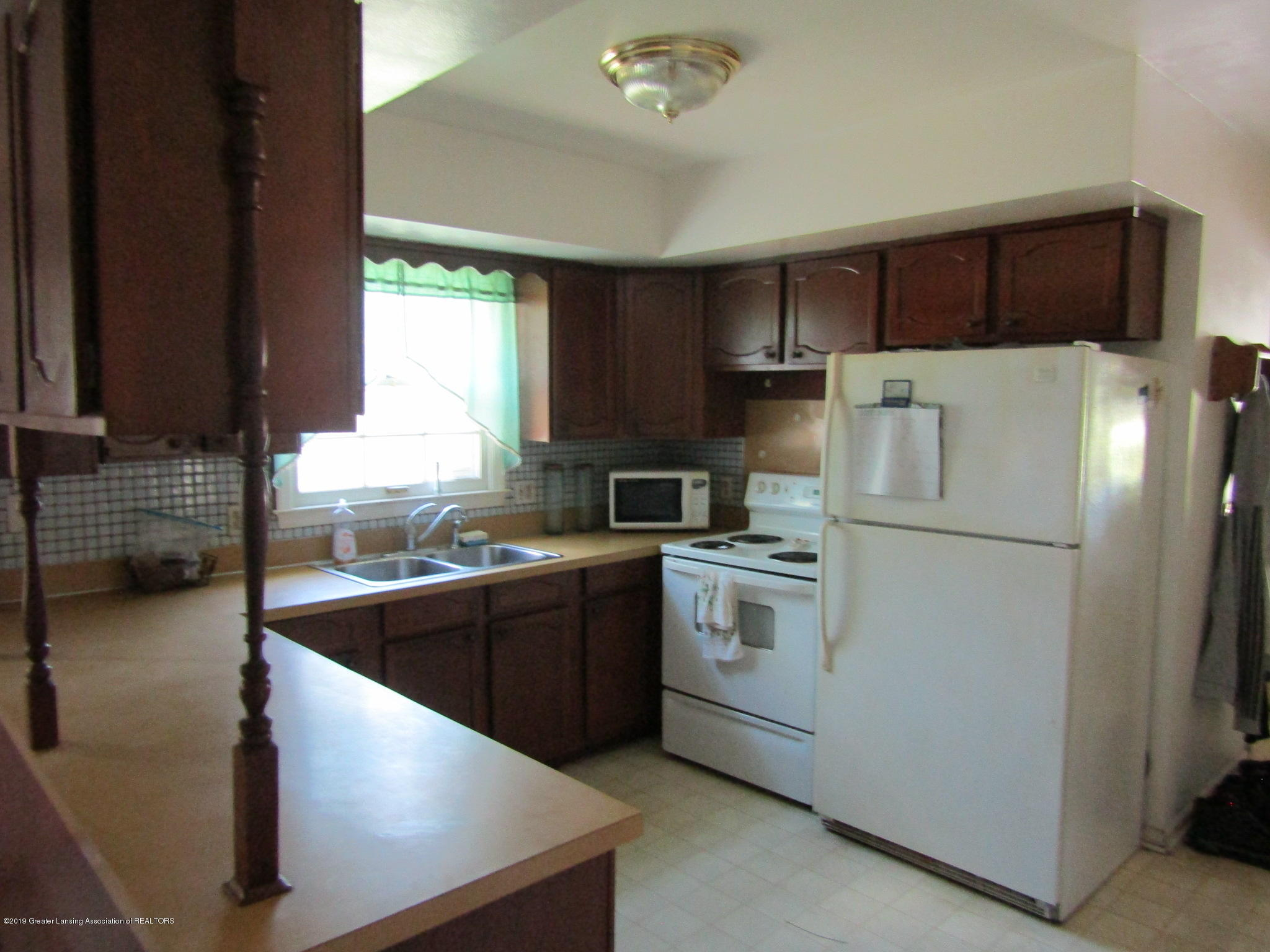 2621 S Waverly Rd - Kitchen - 6