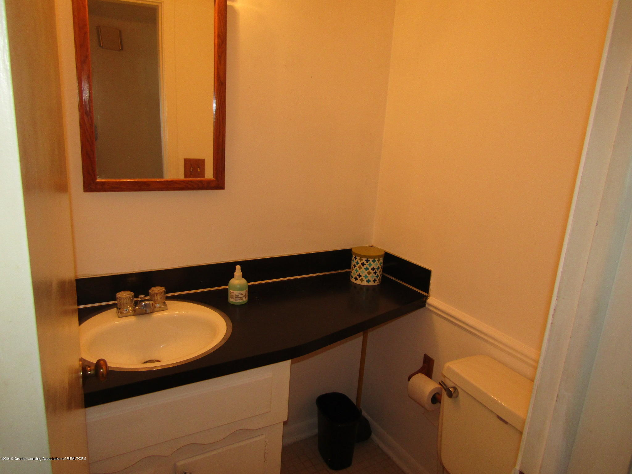 2621 S Waverly Rd - MJain floor half bath - 21