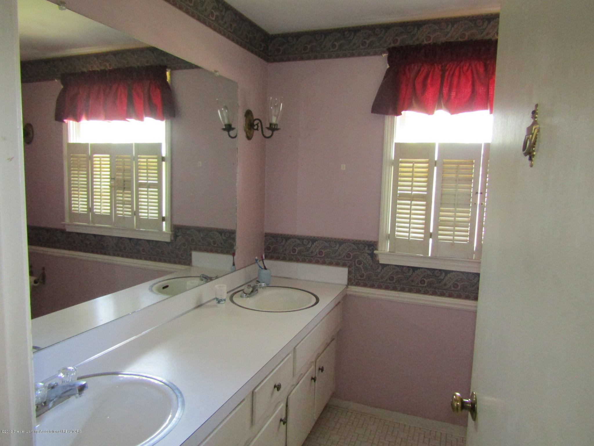 2621 S Waverly Rd - Full bath - 38