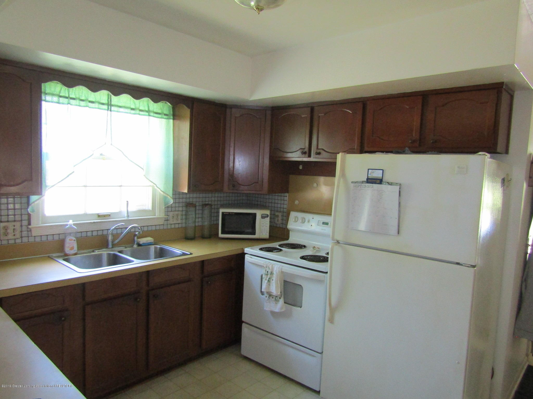 2621 S Waverly Rd - Kitchen - 7