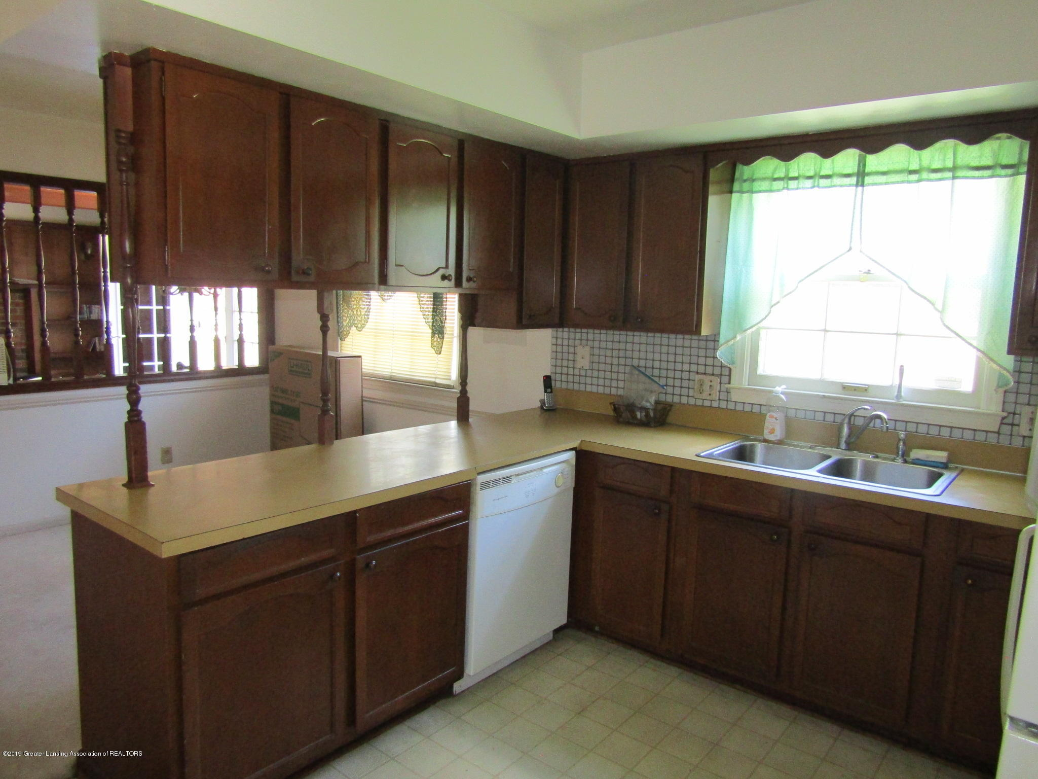 2621 S Waverly Rd - Kitchen - 8