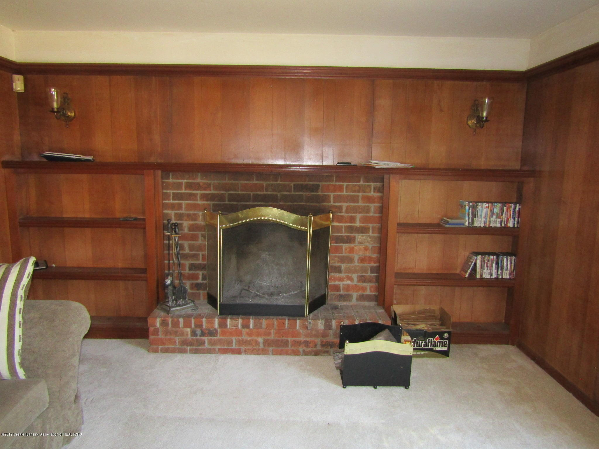 2621 S Waverly Rd - Fireplace - 18