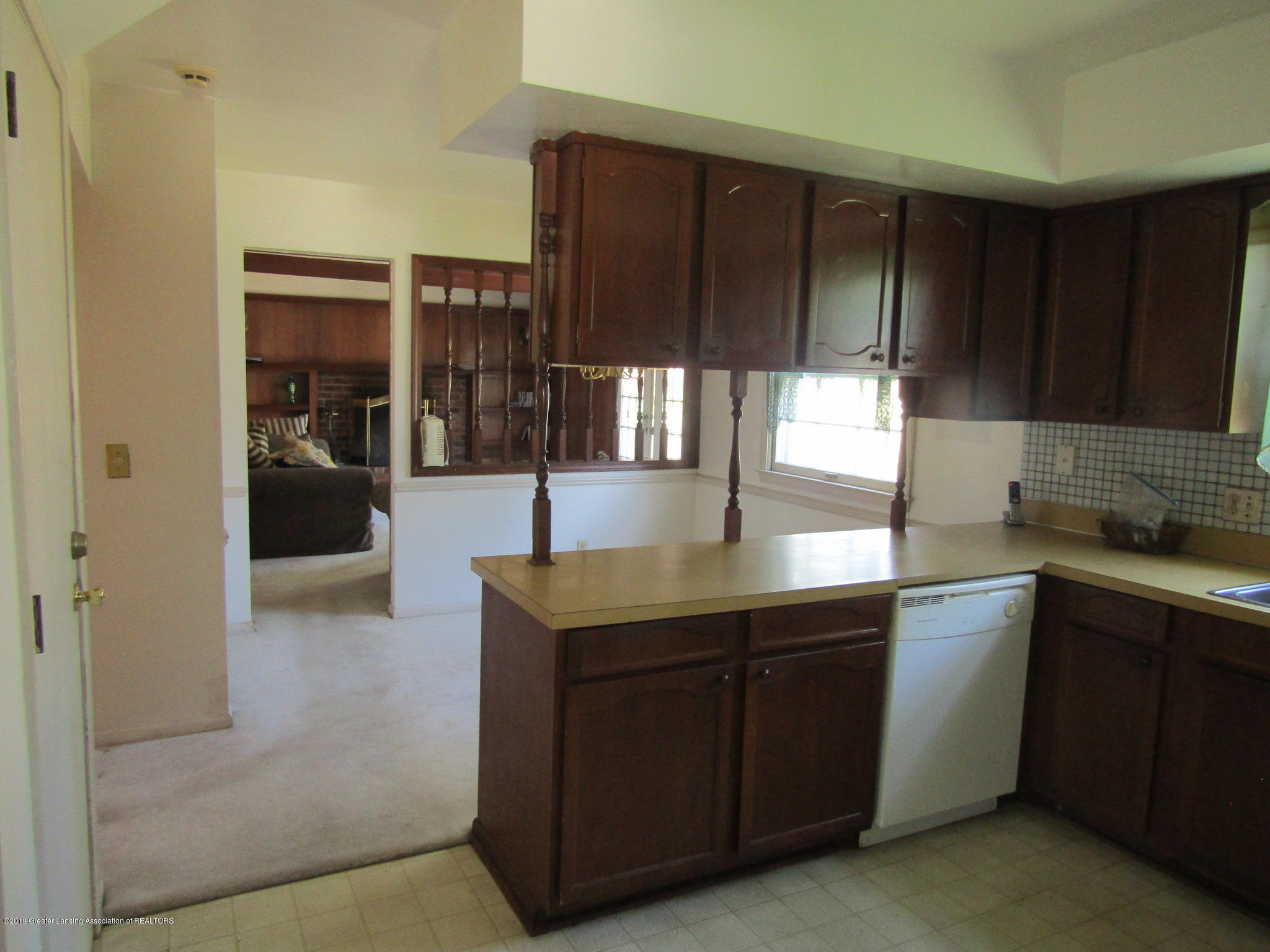 2621 S Waverly Rd - Kitchen - 9