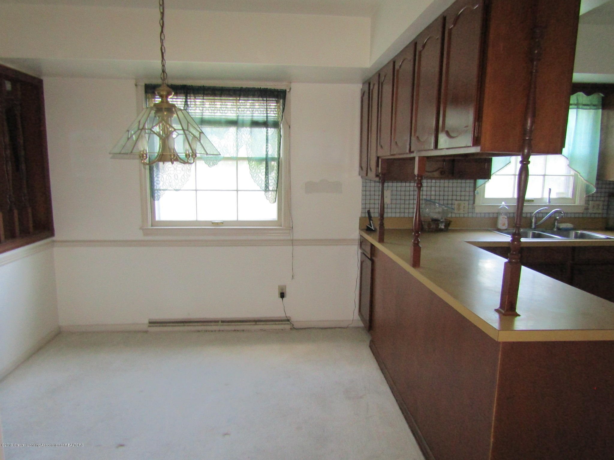 2621 S Waverly Rd - Dining Area - 12