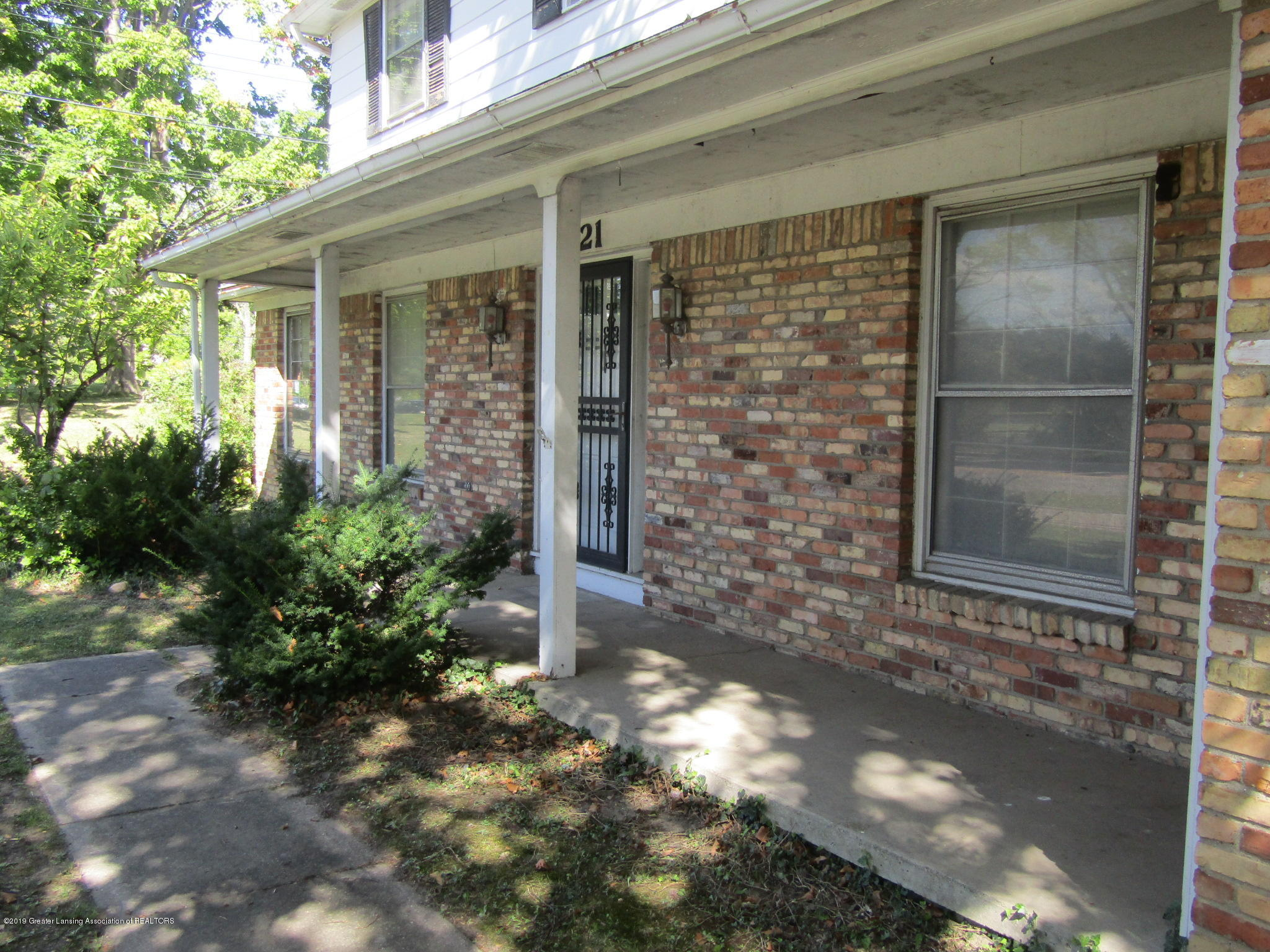 2621 S Waverly Rd - Front porch - 47