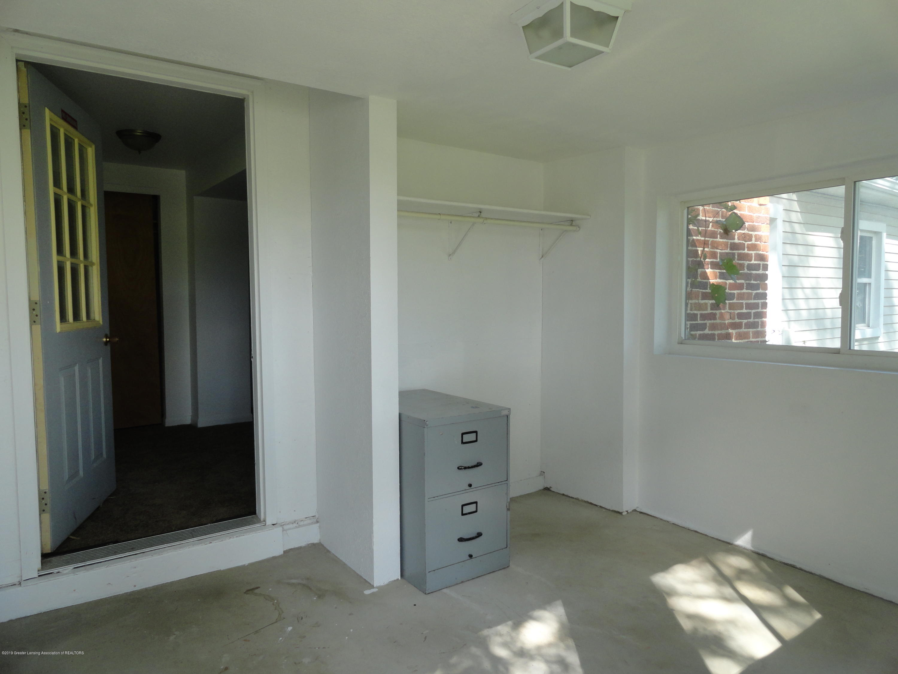 9041 Petrieville Hwy - 4 Front entry-mudroom - 4