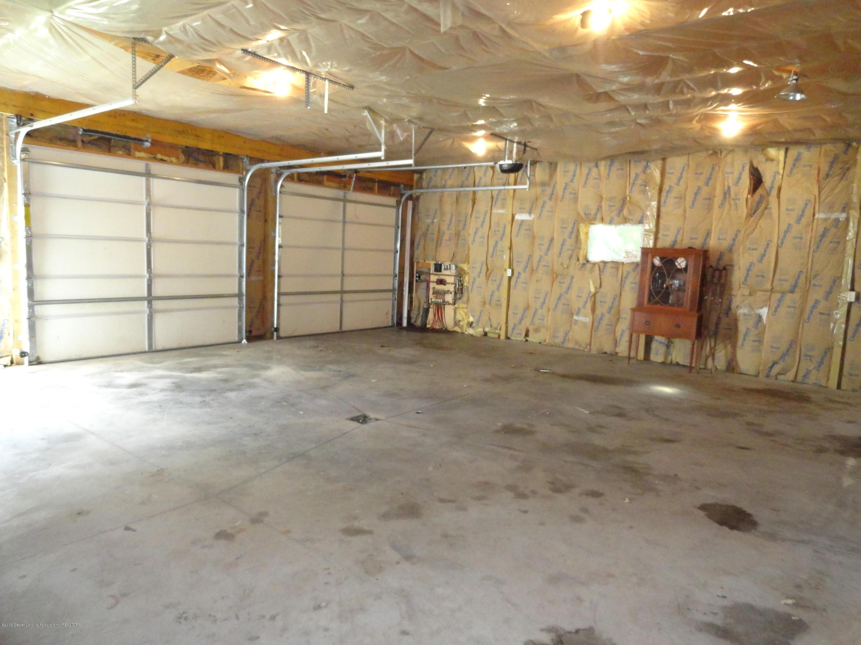 9041 Petrieville Hwy - 17 Pole barn int - 17
