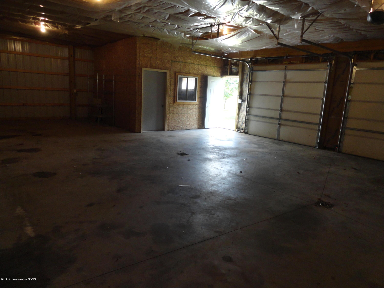 9041 Petrieville Hwy - 18 Pole barn int - 18