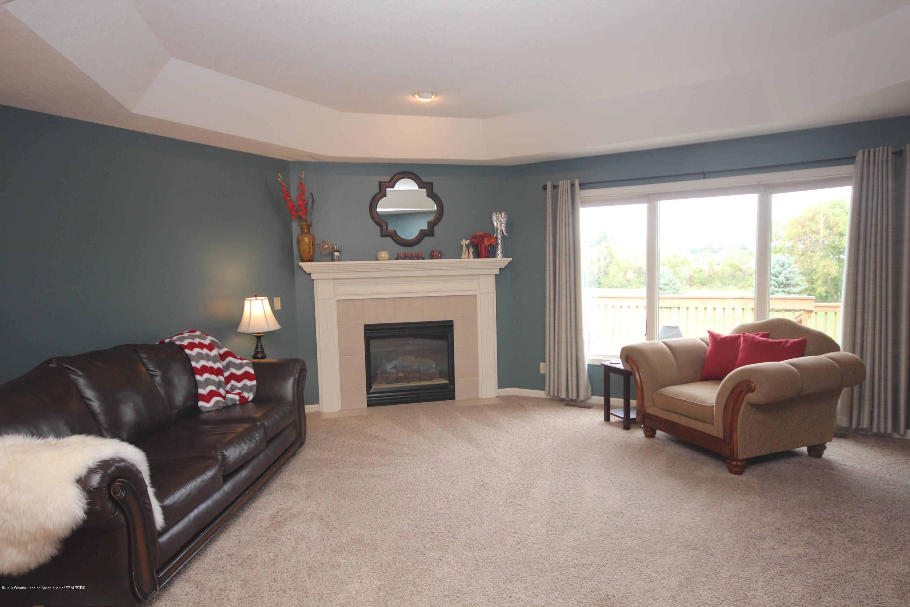 1121 Brown Hollow Dr - Great Room - 2
