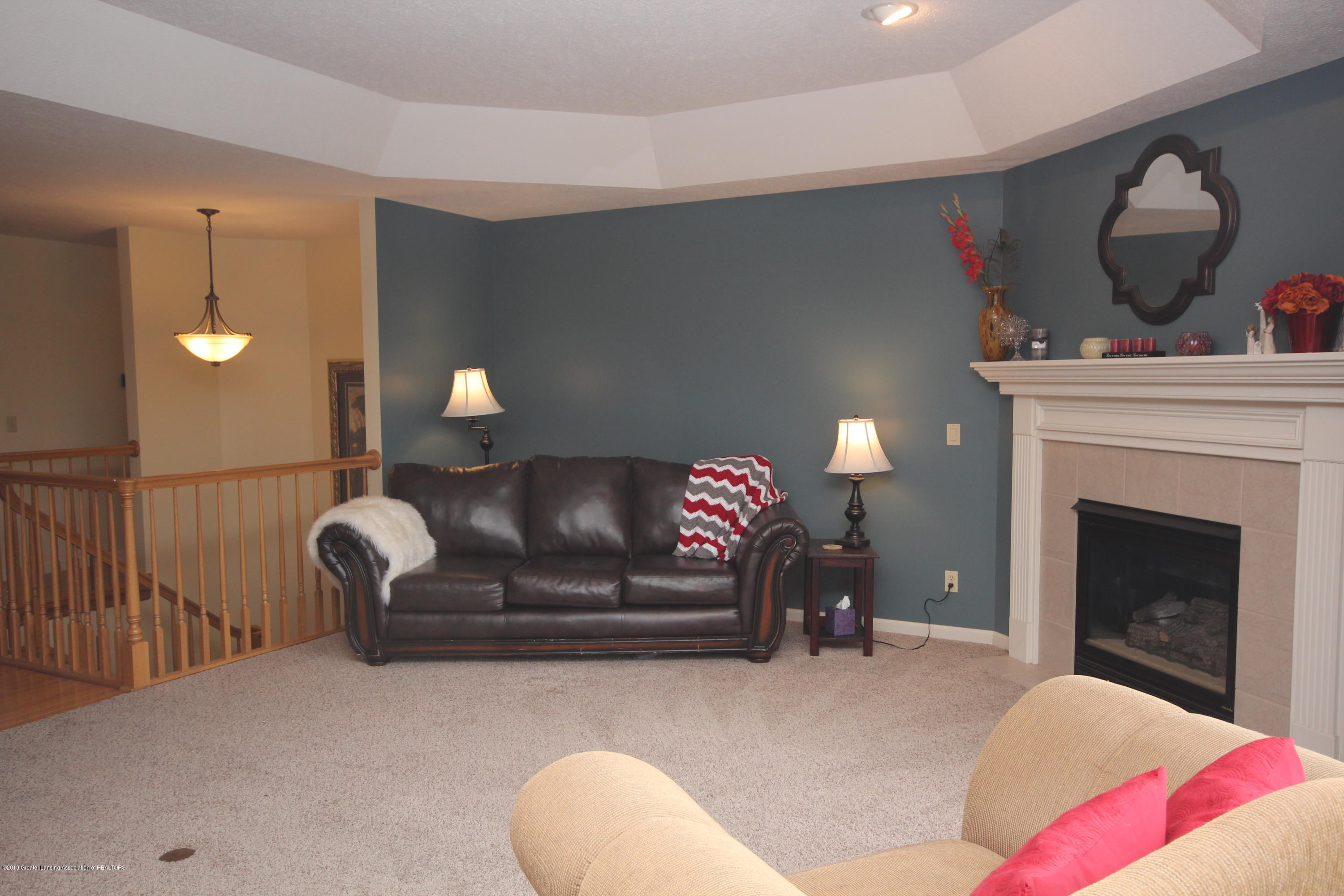 1121 Brown Hollow Dr - Great Room - 3