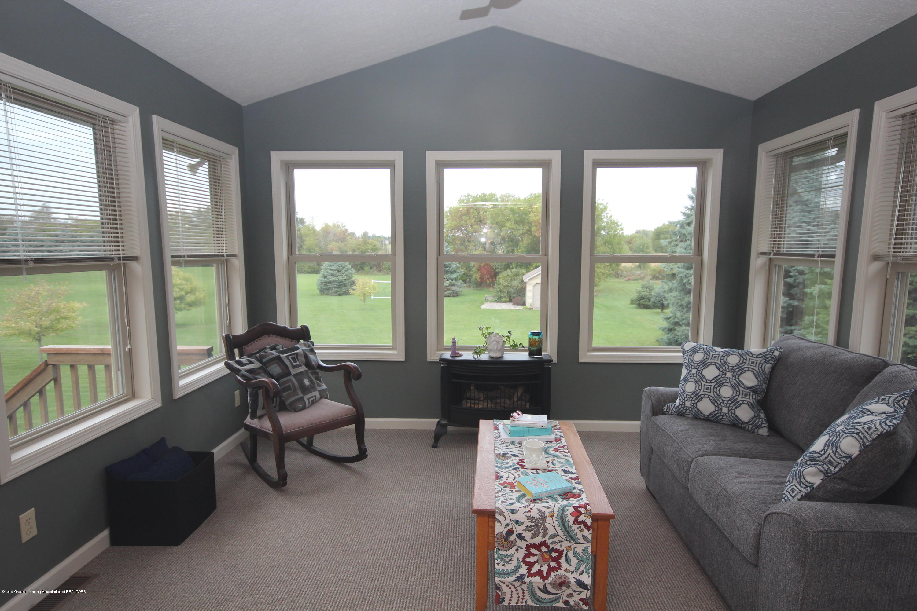 1121 Brown Hollow Dr - Sun  Room - 11