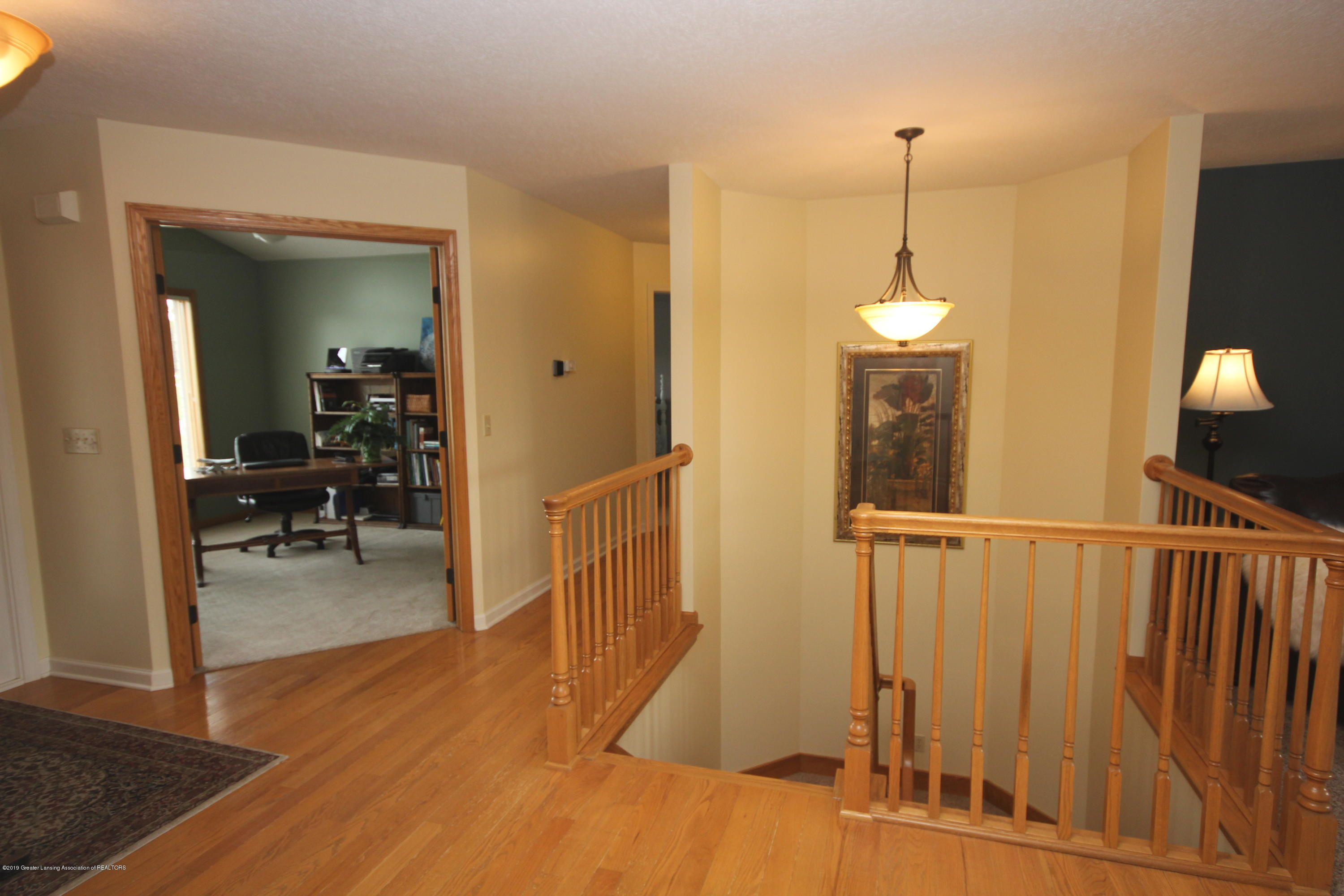 1121 Brown Hollow Dr - Open Staircase - 6